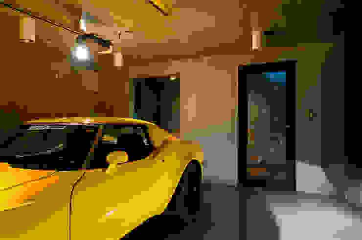Modern garage/shed by FIELD NETWORK Inc. Modern