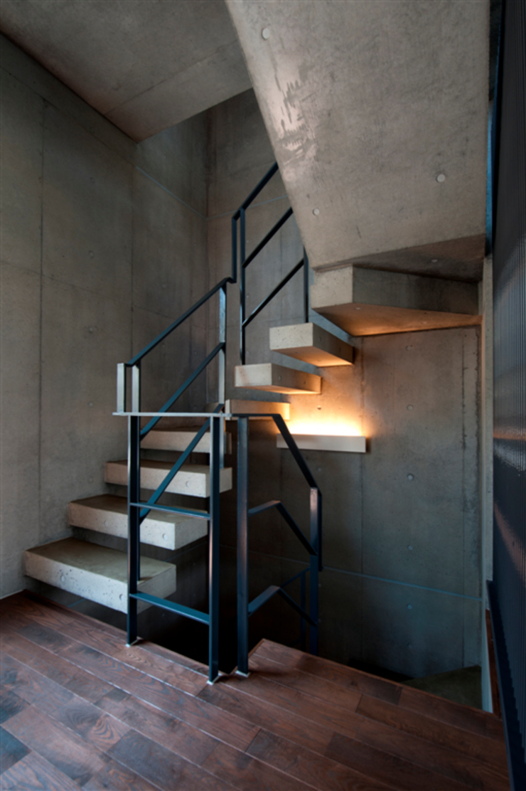 Modern Corridor, Hallway and Staircase by FIELD NETWORK Inc. Modern