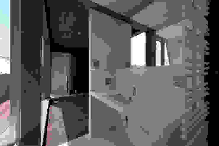 洗面室 モダンスタイルの お風呂 の FIELD NETWORK Inc. モダン
