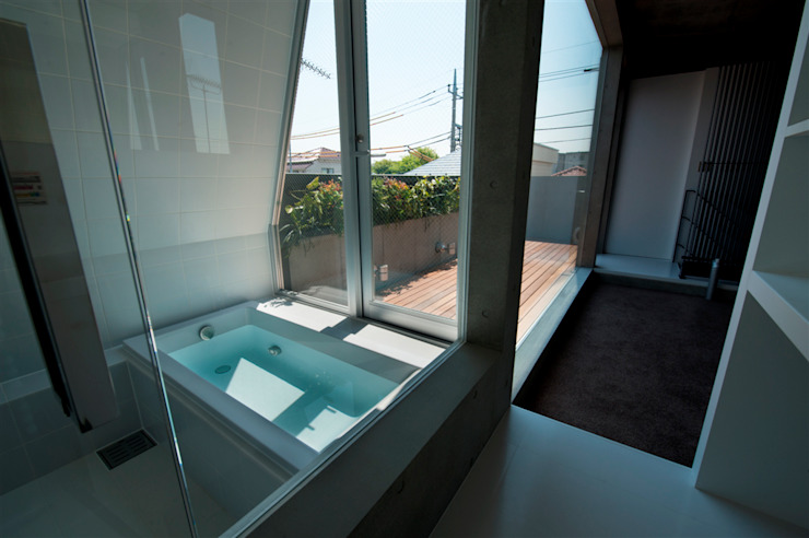 Modern bathroom by FIELD NETWORK Inc. Modern
