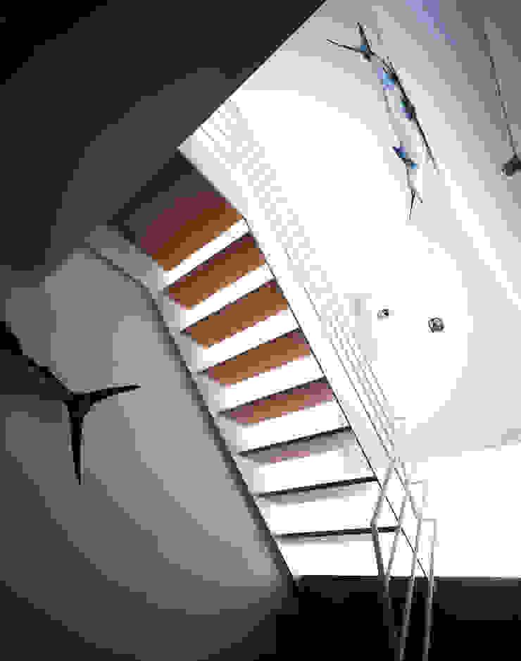 階段: 久保田章敬建築研究所が手掛けた現代のです。,モダン