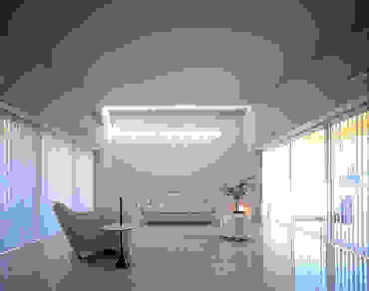 リビング: 久保田章敬建築研究所が手掛けた現代のです。,モダン