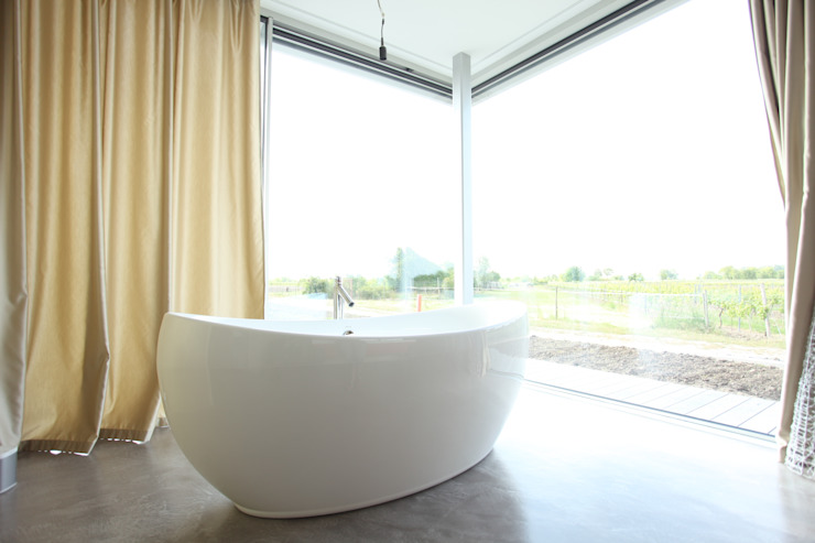 Minimalist style bathrooms by Neugebauer Architekten BDA Minimalist