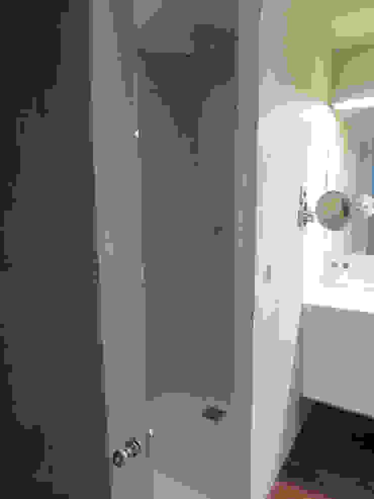 Colocación nuevo plato de ducha resina color especial RAL de ROIMO INTEGRAL GRUP Moderno