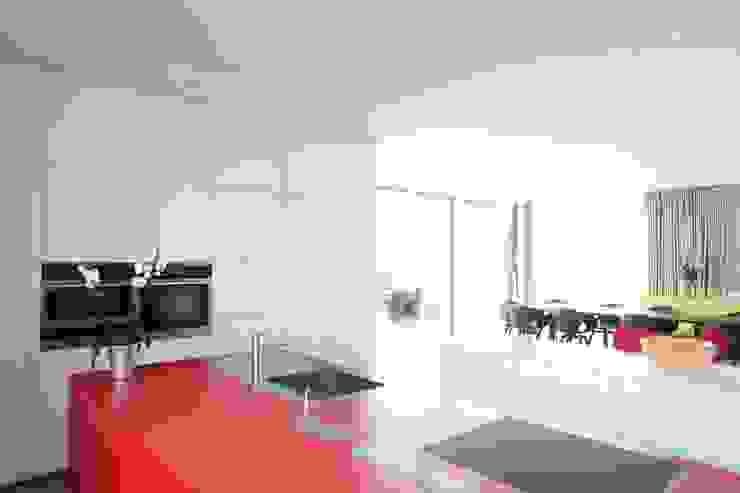 by Neugebauer Architekten BDA Minimalist