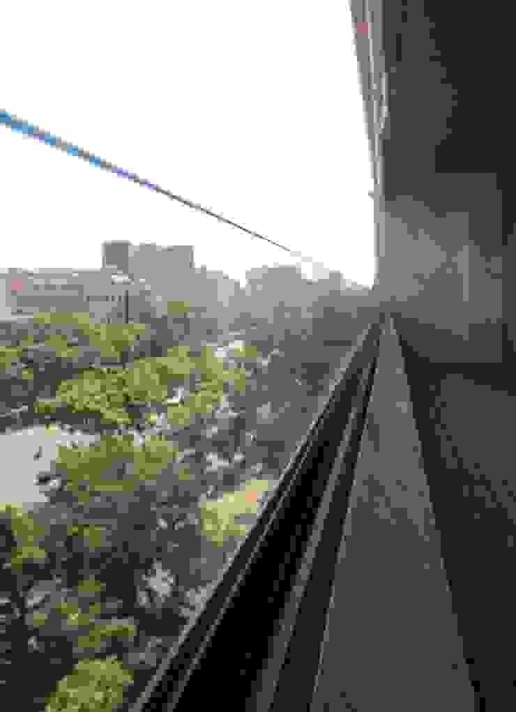 Colocación de cristal de seguridad en terraza existente Balcones y terrazas de estilo minimalista de ROIMO INTEGRAL GRUP Minimalista