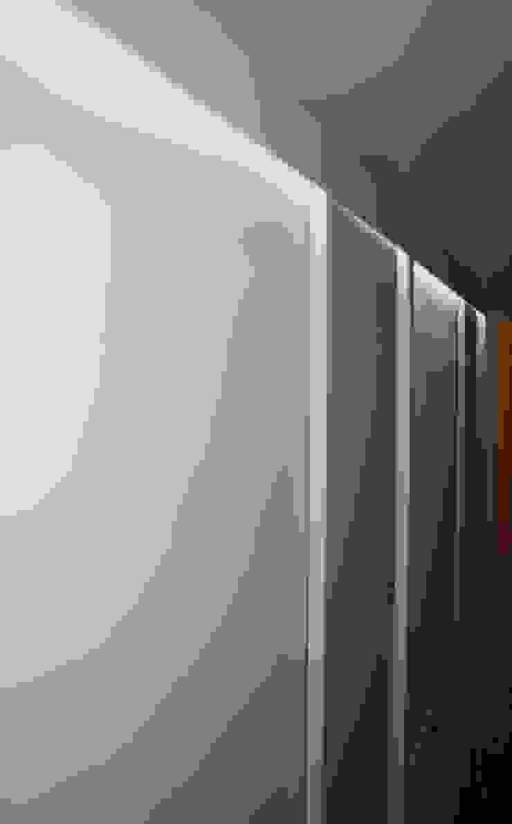 Puertas y ventanas de estilo escandinavo de ROIMO INTEGRAL GRUP Escandinavo