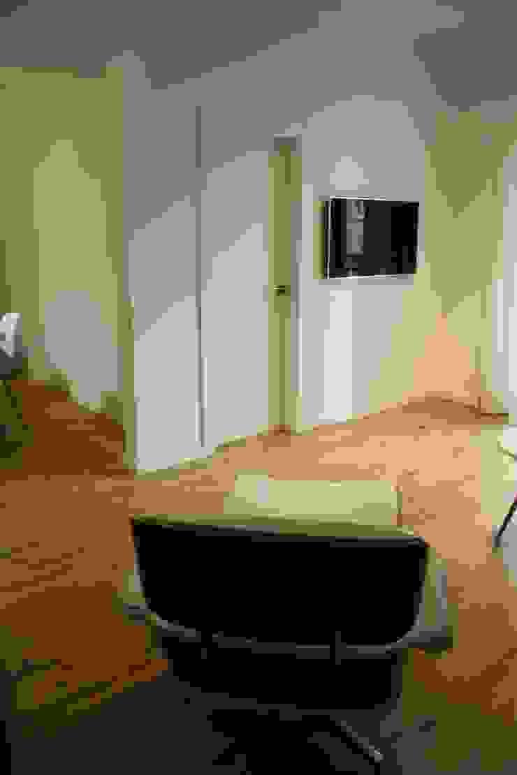 Paredes y pisos de estilo escandinavo de ROIMO INTEGRAL GRUP Escandinavo
