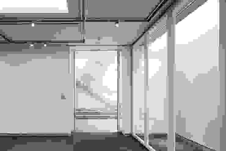 ショールームエントランス 久保田章敬建築研究所 Moderne Bürogebäude