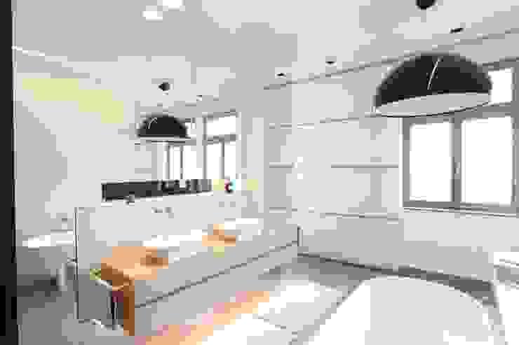 Nowoczesna łazienka od Neugebauer Architekten BDA Nowoczesny
