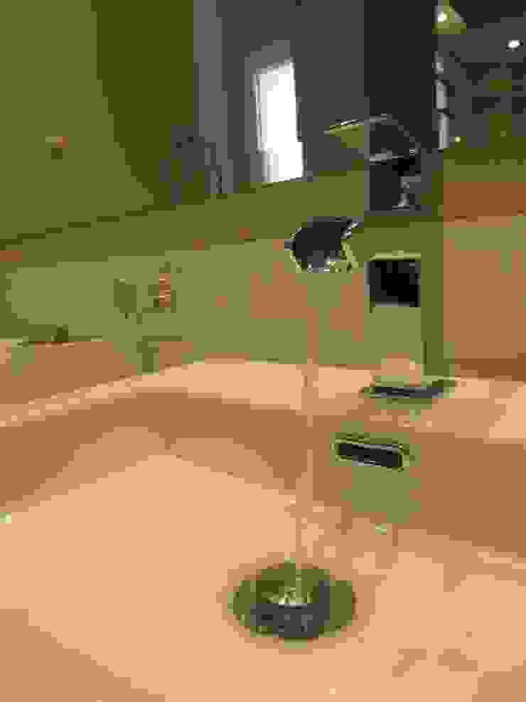 Reforma integral baño-BARCELONA Baños de estilo moderno de ROIMO INTEGRAL GRUP Moderno