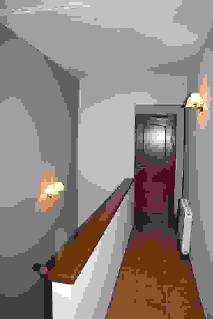 Reforma parcial casa rustica Pasillos, vestíbulos y escaleras de estilo rústico de ROIMO INTEGRAL GRUP Rústico