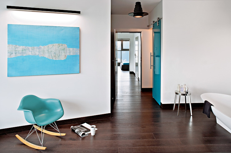 justyna smolec architektura & design Modern corridor, hallway & stairs
