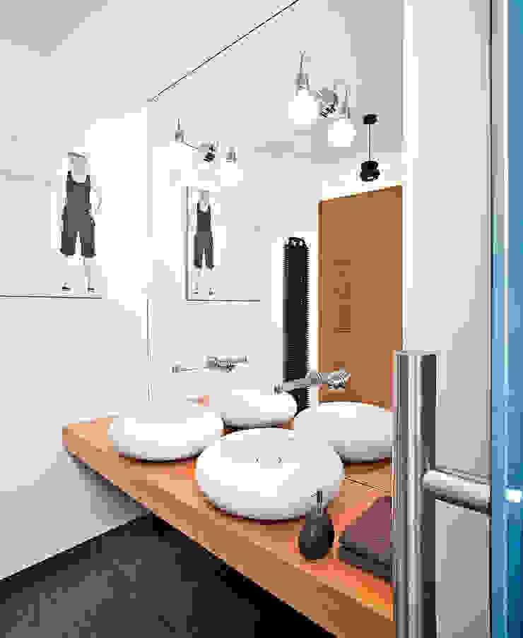 justyna smolec architektura & design Modern style bathrooms