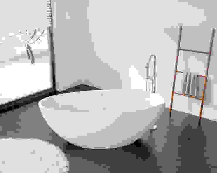 Hübsche freistehende Badewanne BW-04 XL: modern  von Badeloft GmbH - Hersteller von Badewannen und Waschbecken in Berlin,Modern