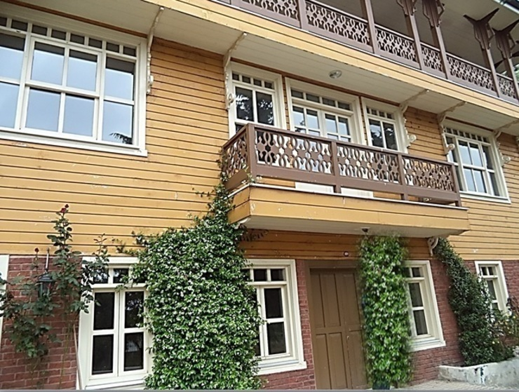IN ÇENGELKÖY ÜSKÜDAR TURKEY THE HISTORICAL HOUSE IN SECOND CLASS IS FOR SALE AND FOR RENT par Smart Investment in Turkey / Türkiye'de 'Akıllı Yatırım' Rustique