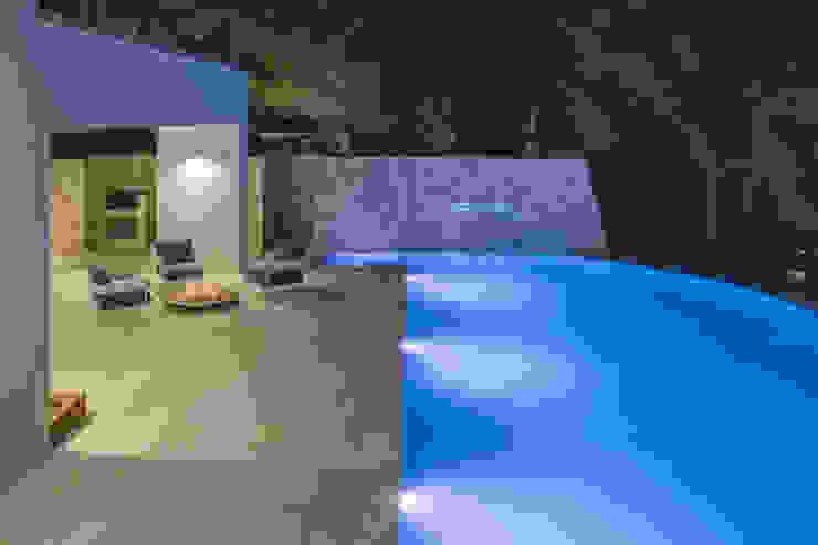 Pool by sebastiano canzano architetto, Modern