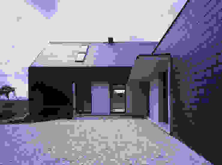 모던스타일 주택 by PAG Pracownia Architektury Głowacki 모던