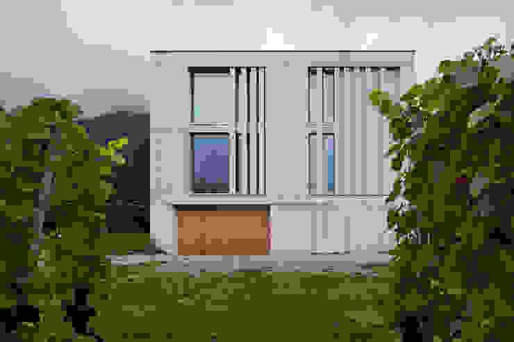 Südfassade Moderne Häuser von feliz Modern