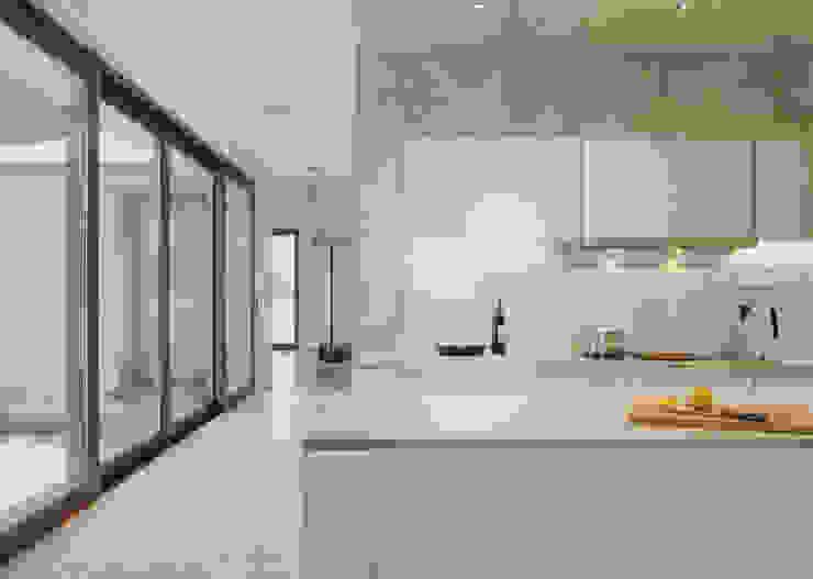 Modern kitchen by PAG Pracownia Architektury Głowacki Modern