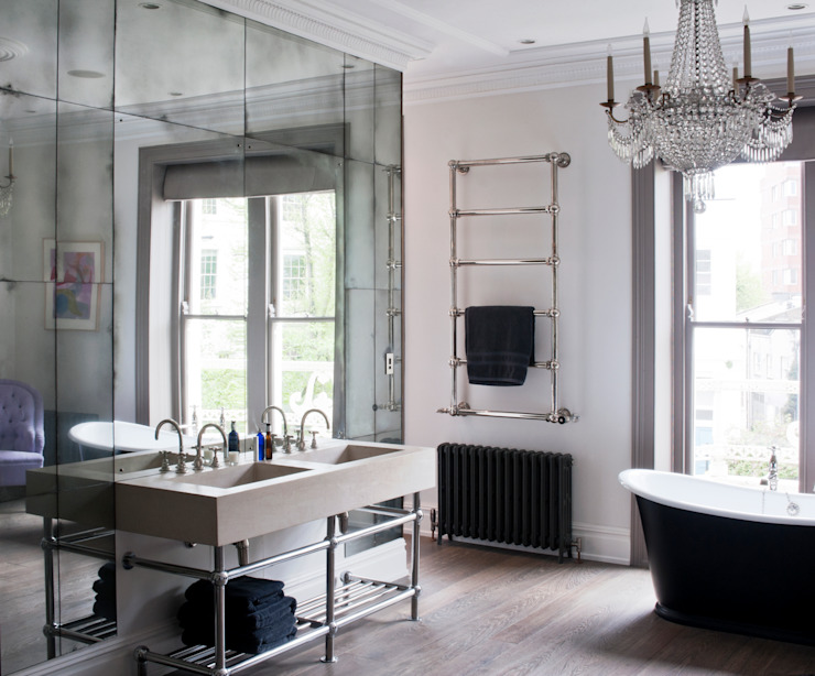 Antiqued Mirror Bathroom Panelling por Rupert Bevan Ltd Clássico