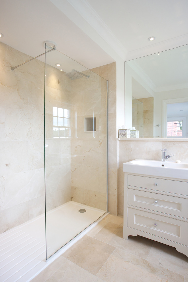 Crema Marfil Marble Grade A in a honed finish from Artisans of Devizes. Artisans of Devizes Salle de bain classique Marbre Beige