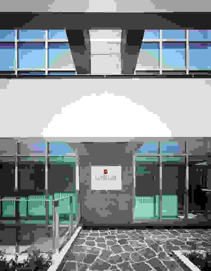 南側外観アプローチ 久保田章敬建築研究所 Office buildings
