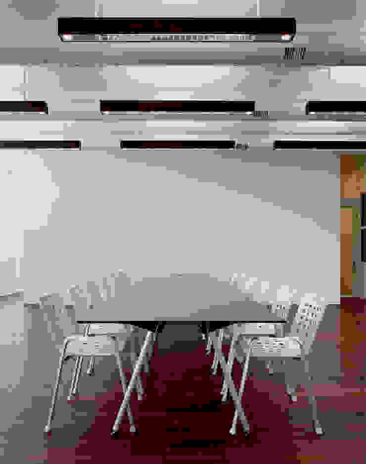 ミーティングスペースとしても使えるショールーム 久保田章敬建築研究所 Office buildings