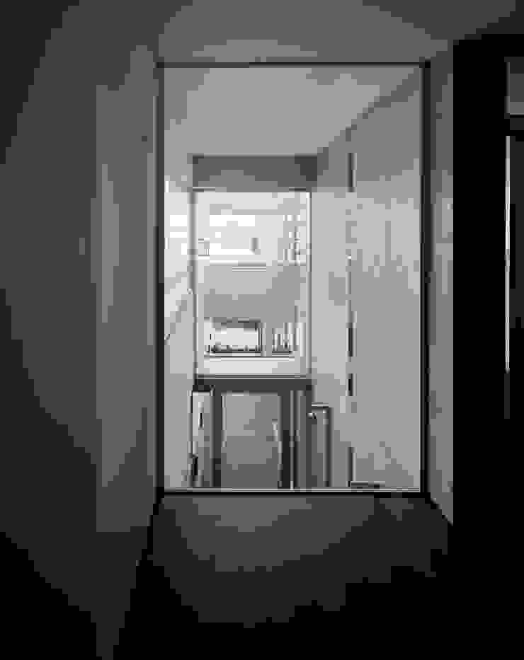 2階から見たパッセージ の 久保田章敬建築研究所 モダン
