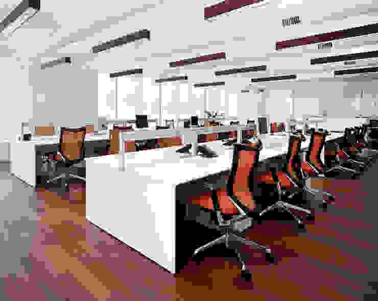 開放的なオフィススペース 久保田章敬建築研究所 Office buildings