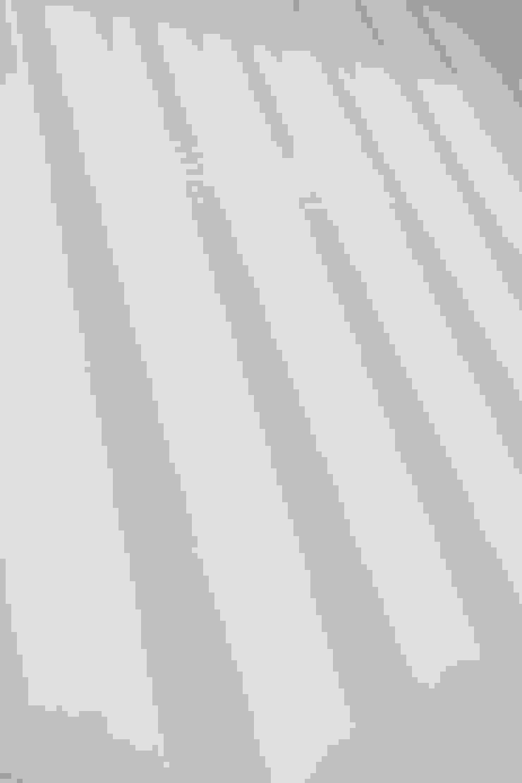 VICTORINOX社のロゴマークで描いたフィルム貼りの可動式パネル の 久保田章敬建築研究所 モダン