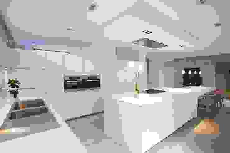 Cocinas modernas: Ideas, imágenes y decoración de bulthaup espace de vie Pontarlier Moderno