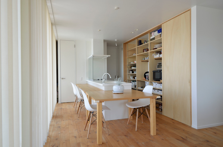 Dapur Minimalis Oleh 富田健太郎建築設計事務所 Minimalis Kayu Wood effect