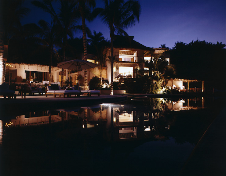 Casa Cuixa Albercas tropicales de BR ARQUITECTOS Tropical
