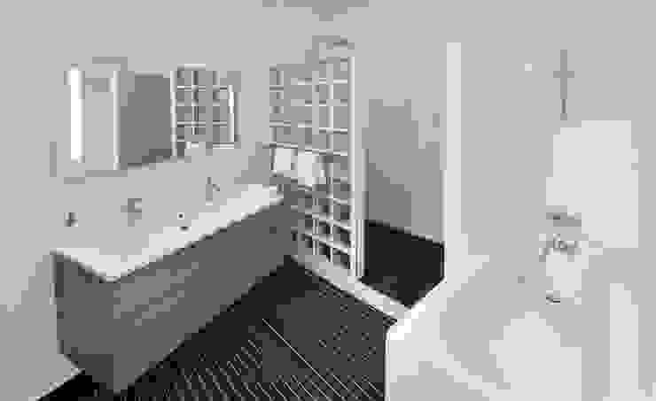 Salle de Bain Salle de bain moderne par H2C GROUP Moderne
