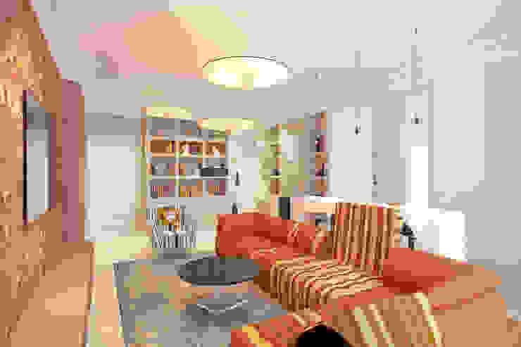Квартира на ул. Гарибальди Гостиные в эклектичном стиле от FAOMI Эклектичный