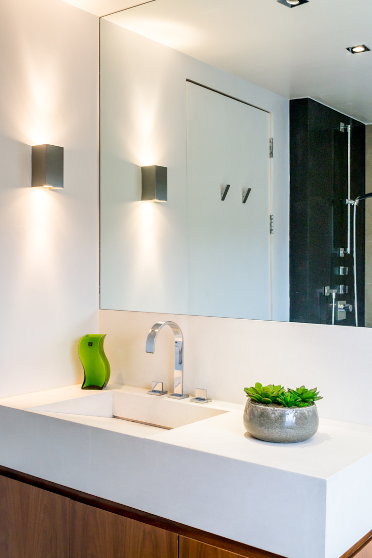 Bathroom Minimalistische Badezimmer von In:Style Direct Minimalistisch