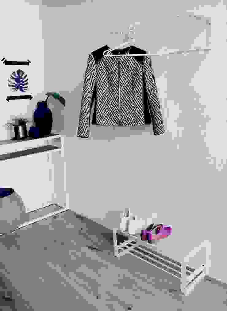 Spinder Design entrance collection Moderne gangen, hallen & trappenhuizen van Spinder Design Modern