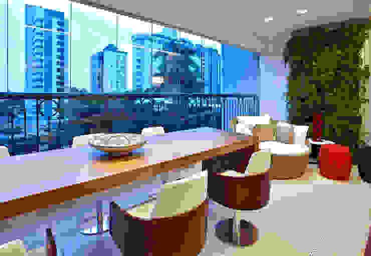 Varandas, marquises e terraços modernos por Cícera Gontijo Moderno