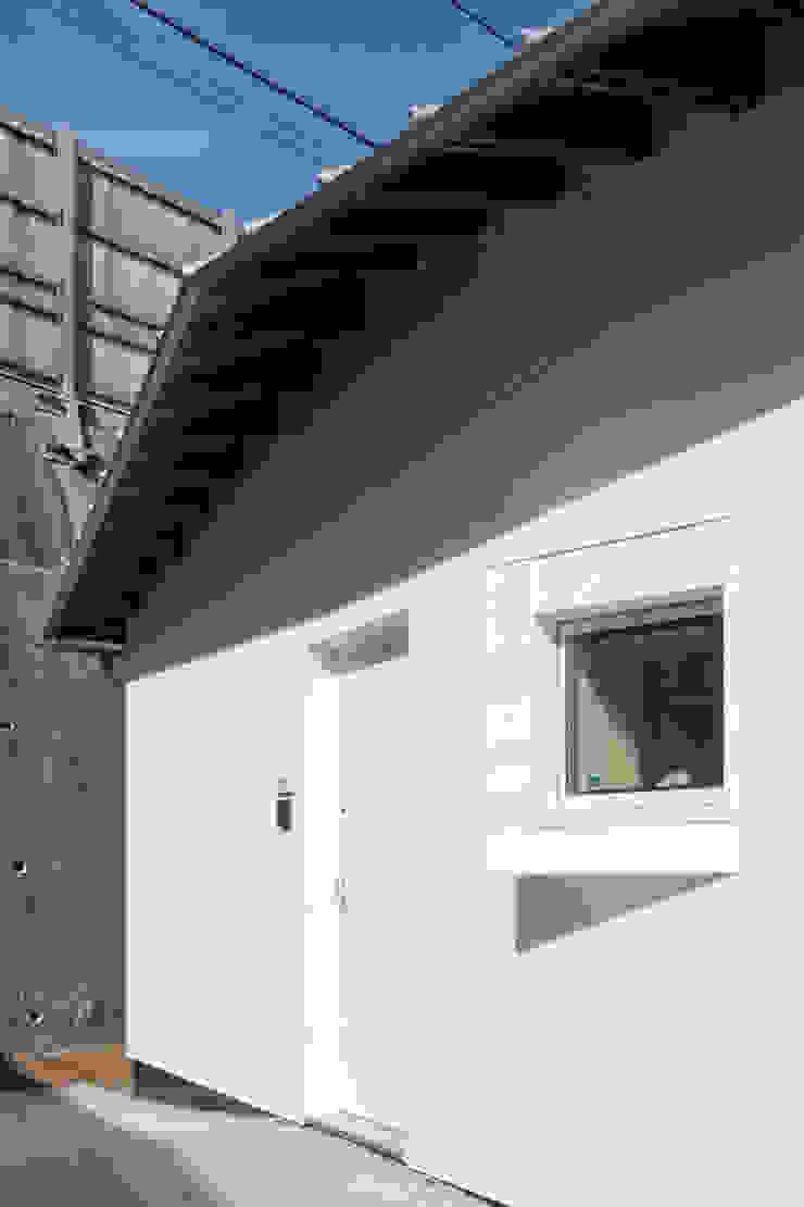 西側玄関 オリジナルな 家 の 加藤裕一 / KSA オリジナル