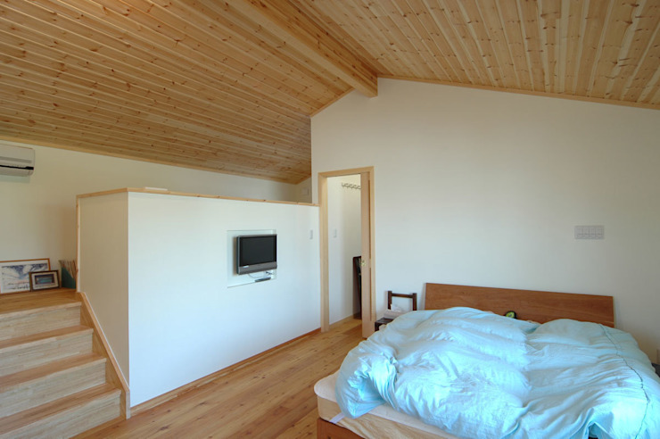 Ausgefallene Schlafzimmer von 木の家株式会社 Ausgefallen