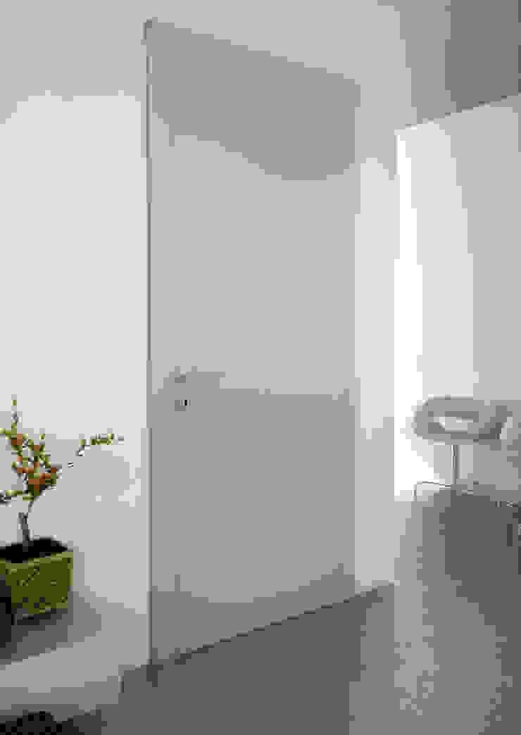Minimalist windows & doors by Phi Porte Minimalist Wood Wood effect