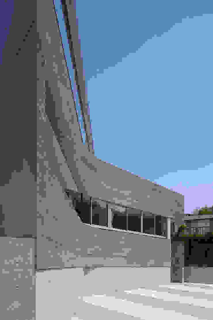 Modern houses by TASS建築研究所 Modern