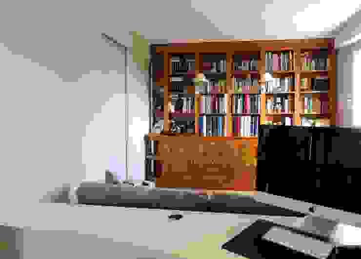 fermeture de l'espace pour le transformer en chambre d'amis Chambre moderne par Emilie Bigorne, architecte d'intérieur CFAI Moderne