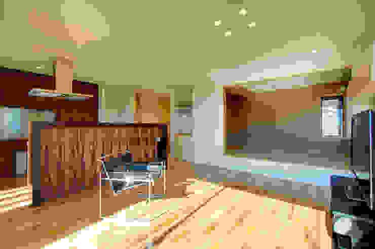 リビング~和室 モダンデザインの リビング の office.neno1365 モダン 木 木目調