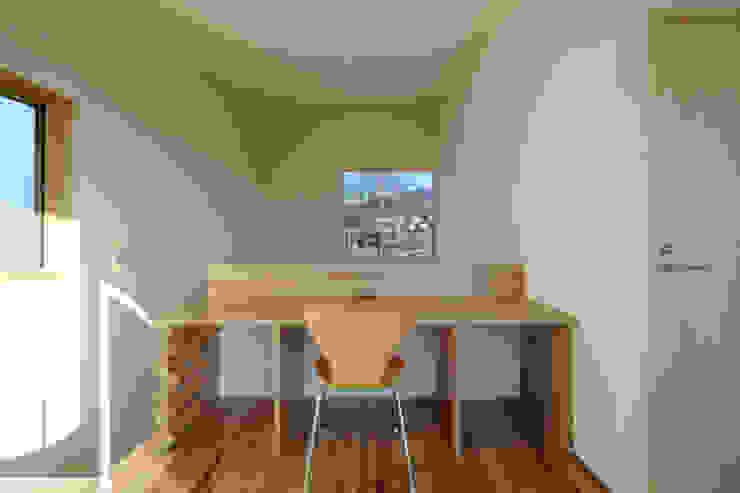 書斎 モダンデザインの 書斎 の office.neno1365 モダン 木 木目調