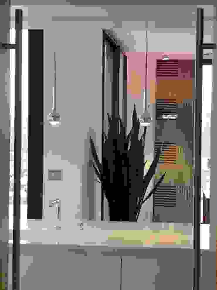 création d'une habitation contemporainre Cuisine minimaliste par Emilie Bigorne, architecte d'intérieur CFAI Minimaliste