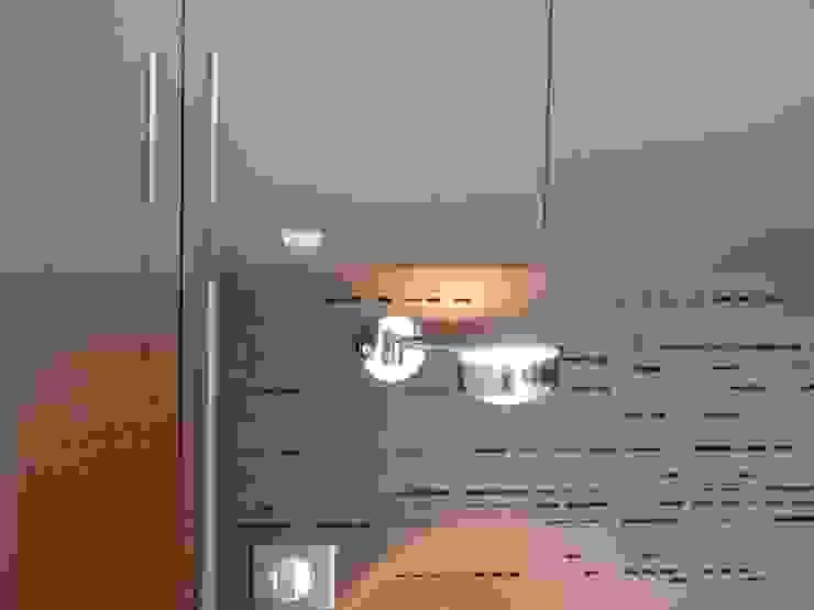création d'une habitation contemporainre Chambre minimaliste par Emilie Bigorne, architecte d'intérieur CFAI Minimaliste