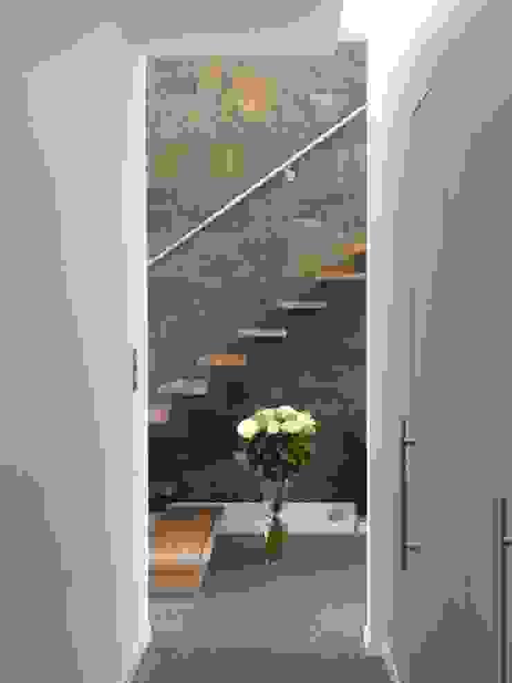 jeu de perspective Couloir, entrée, escaliers minimalistes par Emilie Bigorne, architecte d'intérieur CFAI Minimaliste