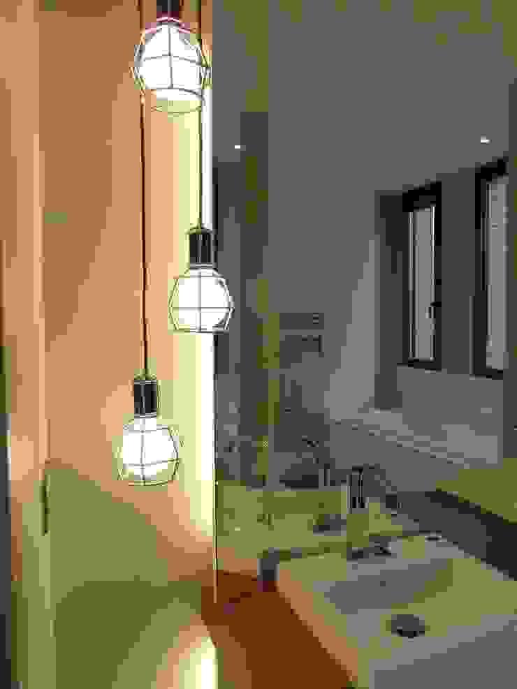 création d'une habitation contemporainre Salle de bain minimaliste par Emilie Bigorne, architecte d'intérieur CFAI Minimaliste